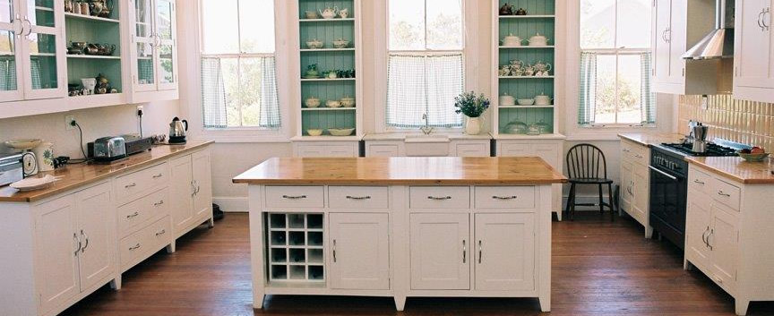 The Shaker Kitchen in white